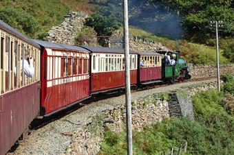 ウェールズの鉄道を訪ねて-フェ...